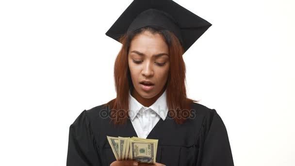 postgraduální student drží velké listy dolarů