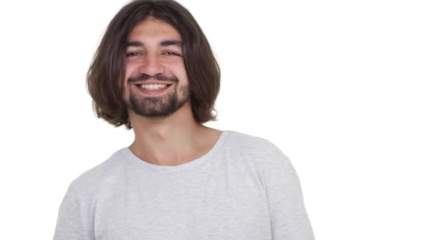 Spokojený chlap kavkazských zobrazeno ok, samostatný nad bílým pozadím v slowmotion