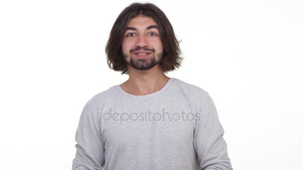 Kavkazská muž jsou rádi, že vyhrál v loterii izolované na bílém pozadí. Pojetí úspěchu a emoce