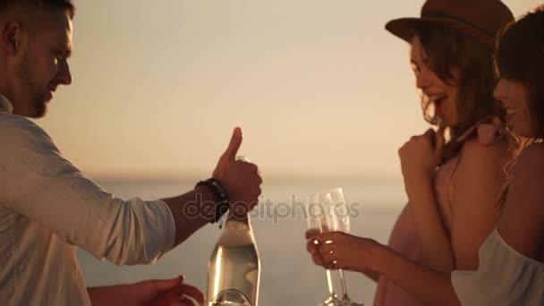Бутылка в девушке 4