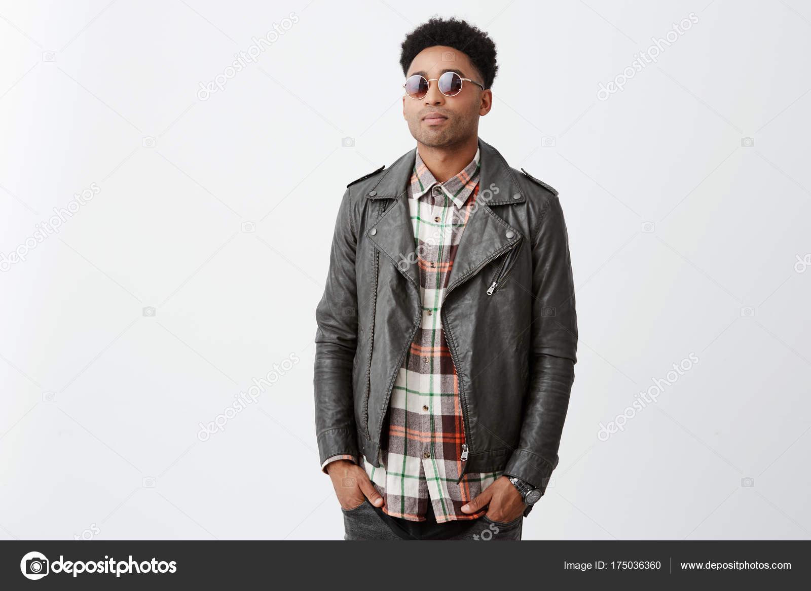 Morenos En A Camisa Apuesto Peinado Afro Con De Decir Retrato Hombre kX8P0wnO