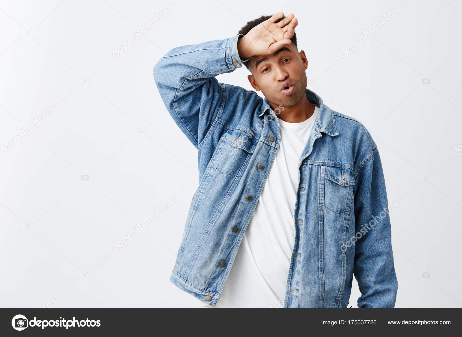 Uomo Felice Giovane Hipster Giacca Jeans Divertendosi Con