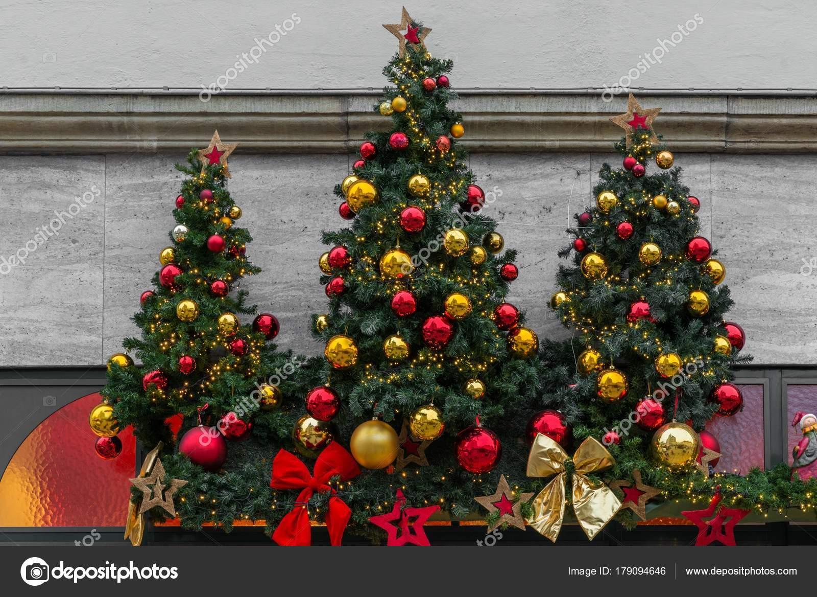 b6d71be2af4 Árbol Navidad Con Adornos Bolas Navidad Decoración — Fotos de Stock ...