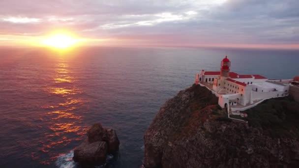 Letecký pohled na útesy mysu St. Vincent před západem slunce. Portugalsko. Regionu Algarve