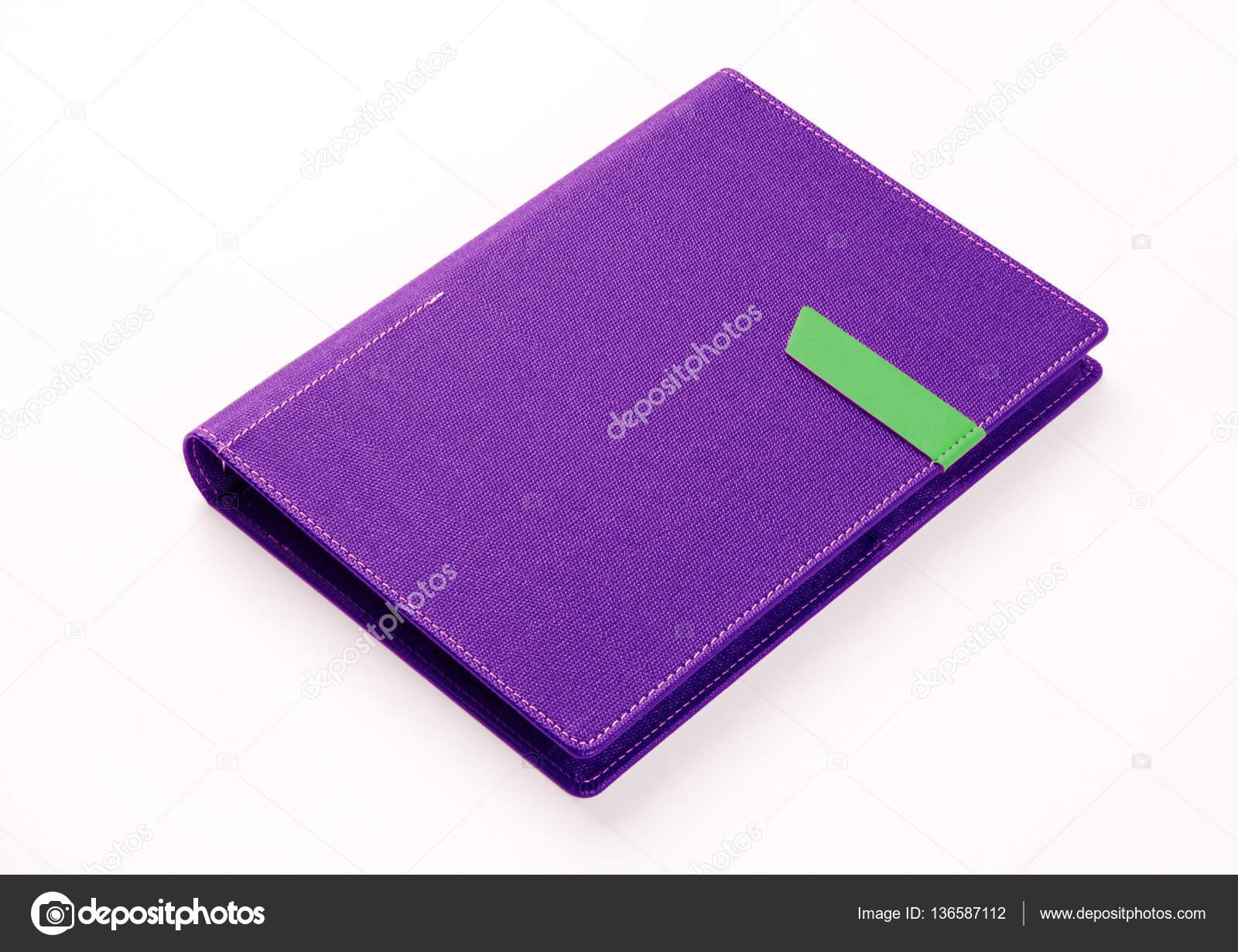 Libro organizador color púrpura sobre fondo blanco — Foto de stock ...