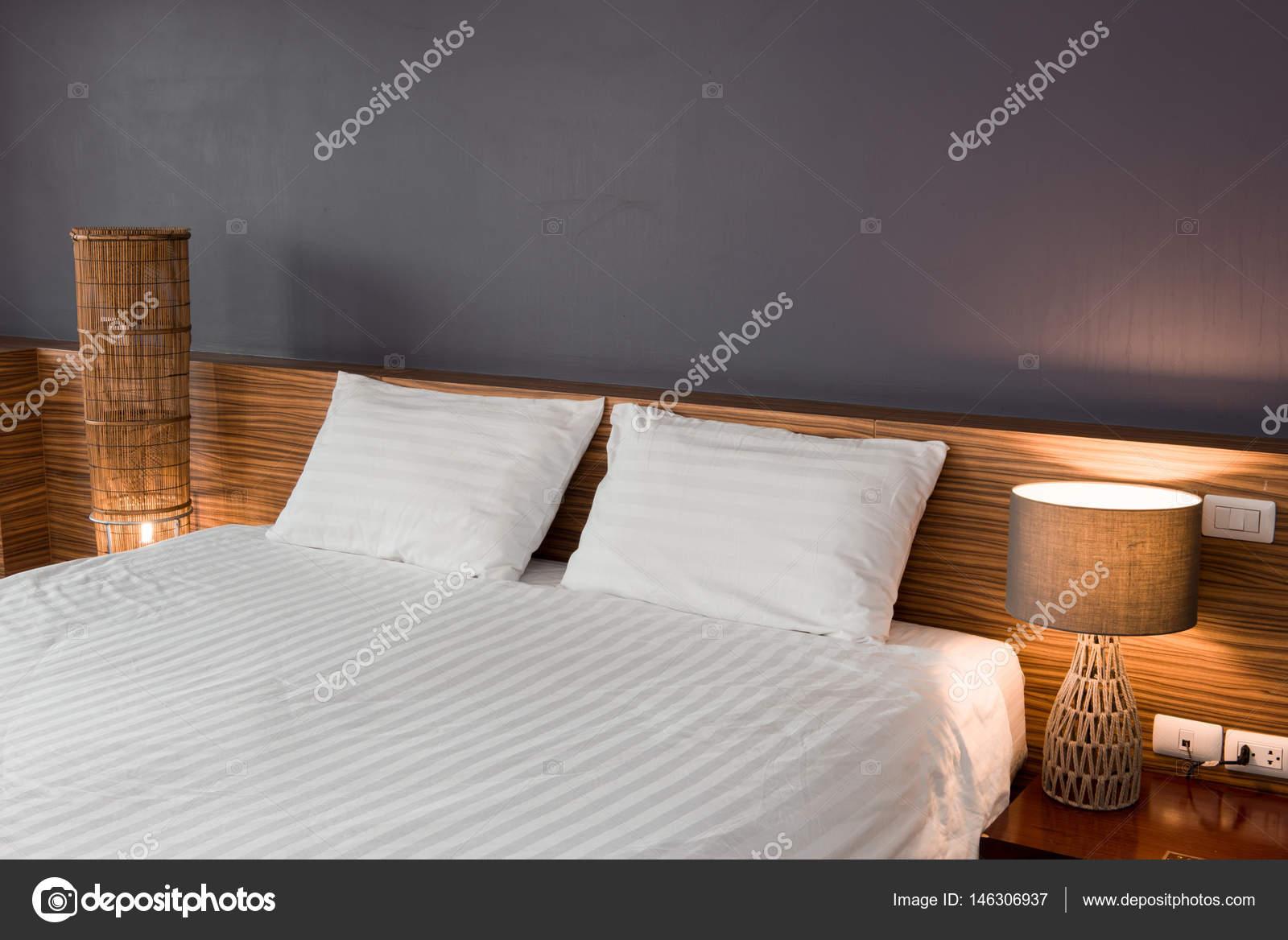 Moderne slaapkamer ontwerp dubbel bed u2014 stockfoto © kitthanes r