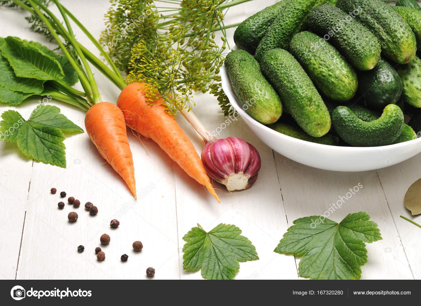 Groenten uit de tuin op tafel u stockfoto r vladimir t gmail