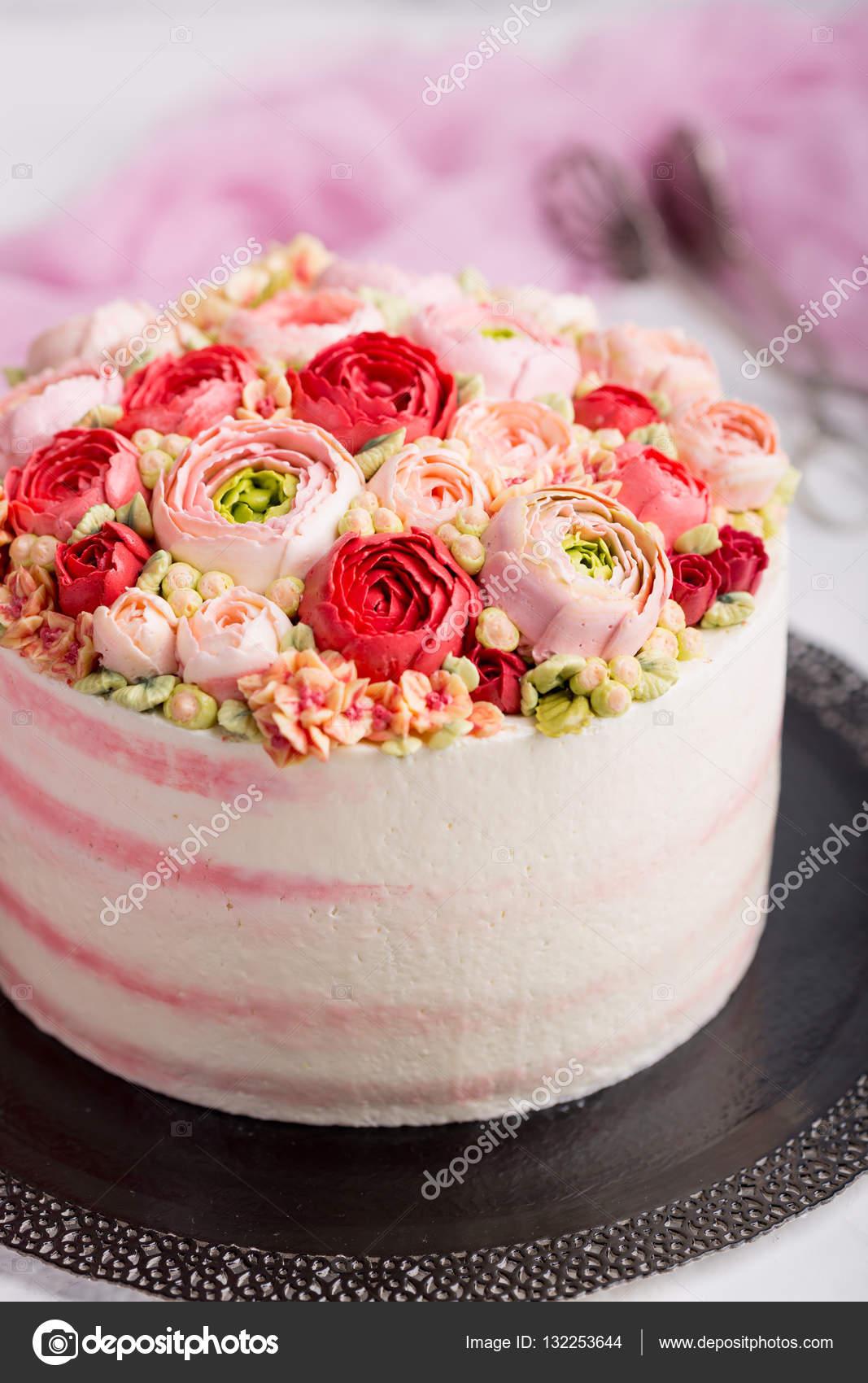 születésnapi torta Születésnapi torta, krémmel. Gyönyörű krém Rózsa — Stock Fotó  születésnapi torta