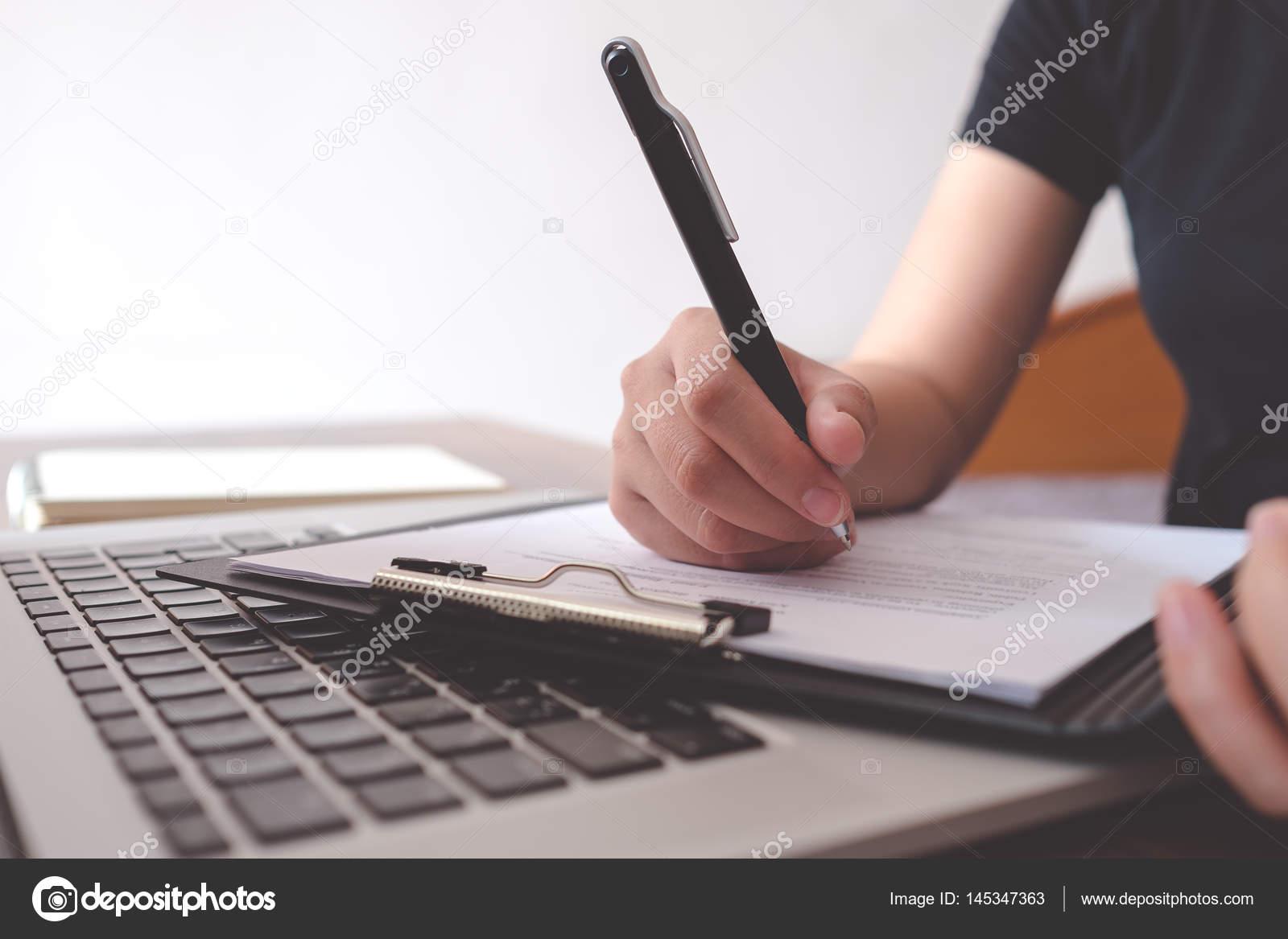 Schreiben Lebenslauf für einen neuen Job bekommen — Stockfoto ...