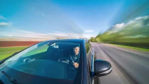 Hyperlapse Sicht aus einem Auto. POV in ländlichen Landschaften
