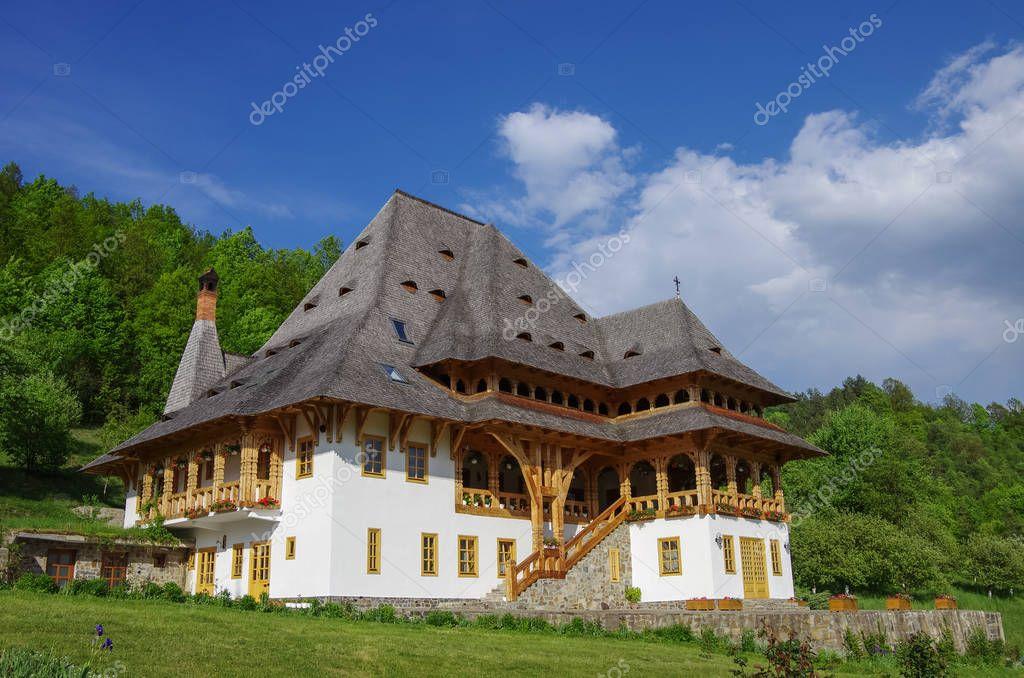 Casa di legno tradizionale nel monastero di barsana for Case di legno romania