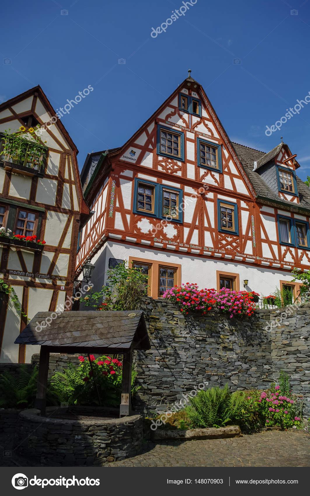 Pueblo medieval Bacharach. Casas Marcos tradicionales (Fachwerk) en ...