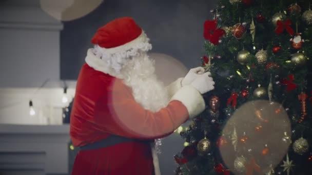 Santa Claus na pozadí vánoční dekorace blahopřání s dovolenou