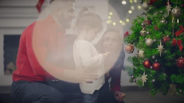 Maminka, Tatínek a dcera dekorace na vánoční stromeček na svátek předvečer