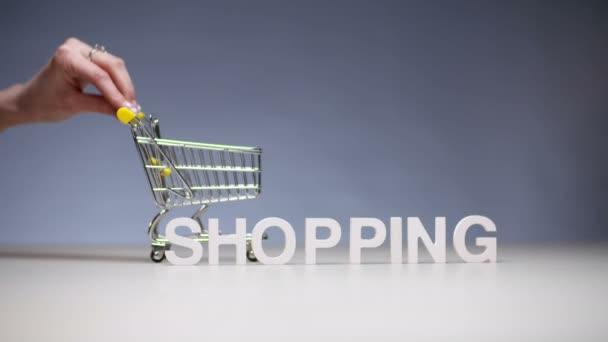 Spořivý, Nakupování v supermarketu v obchodě a úspory rozpočtu chudé rodiny