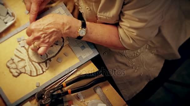 Processo di creazione moderna antica ritratto da piastrelle
