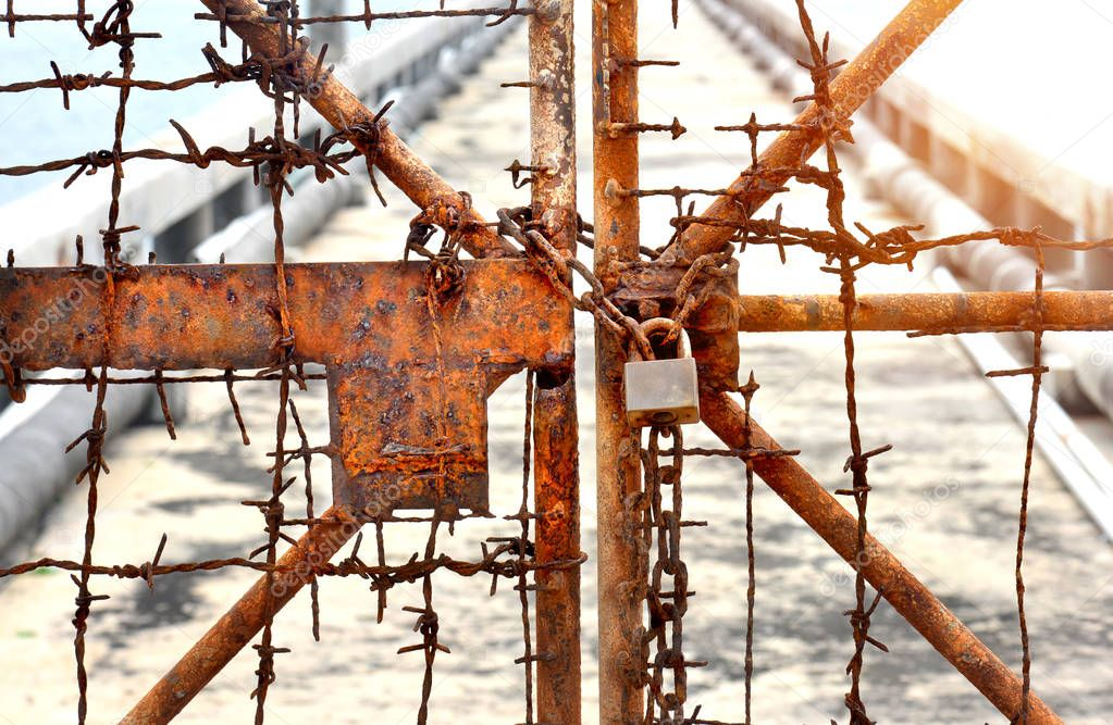 The rusty chains and old lock door