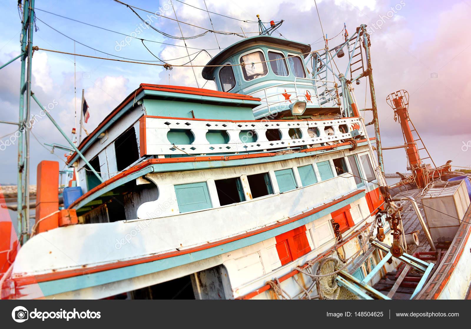 Grande legno pesca barca u2014 foto stock © lewzsan.gmail.com #148504625