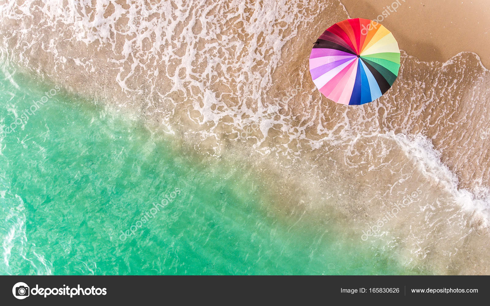 Variopinto dellombrello sulla spiaggia u2014 foto stock © lewzsan.gmail