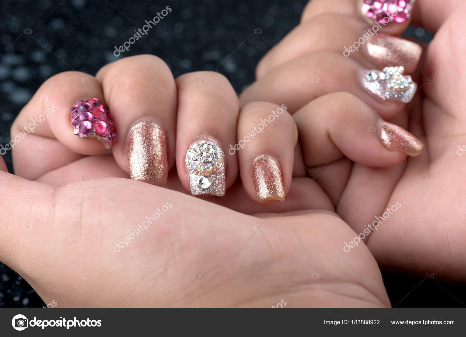 Asian young girl homemade fasion nail by oneself. — Stock Photo ...