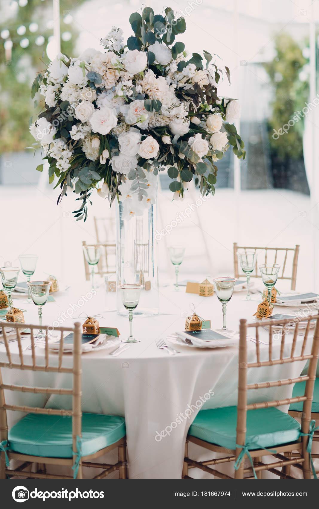 Wedding Decor Flowers Restaurant — Stock Photo © atercorv.gmail.com ...