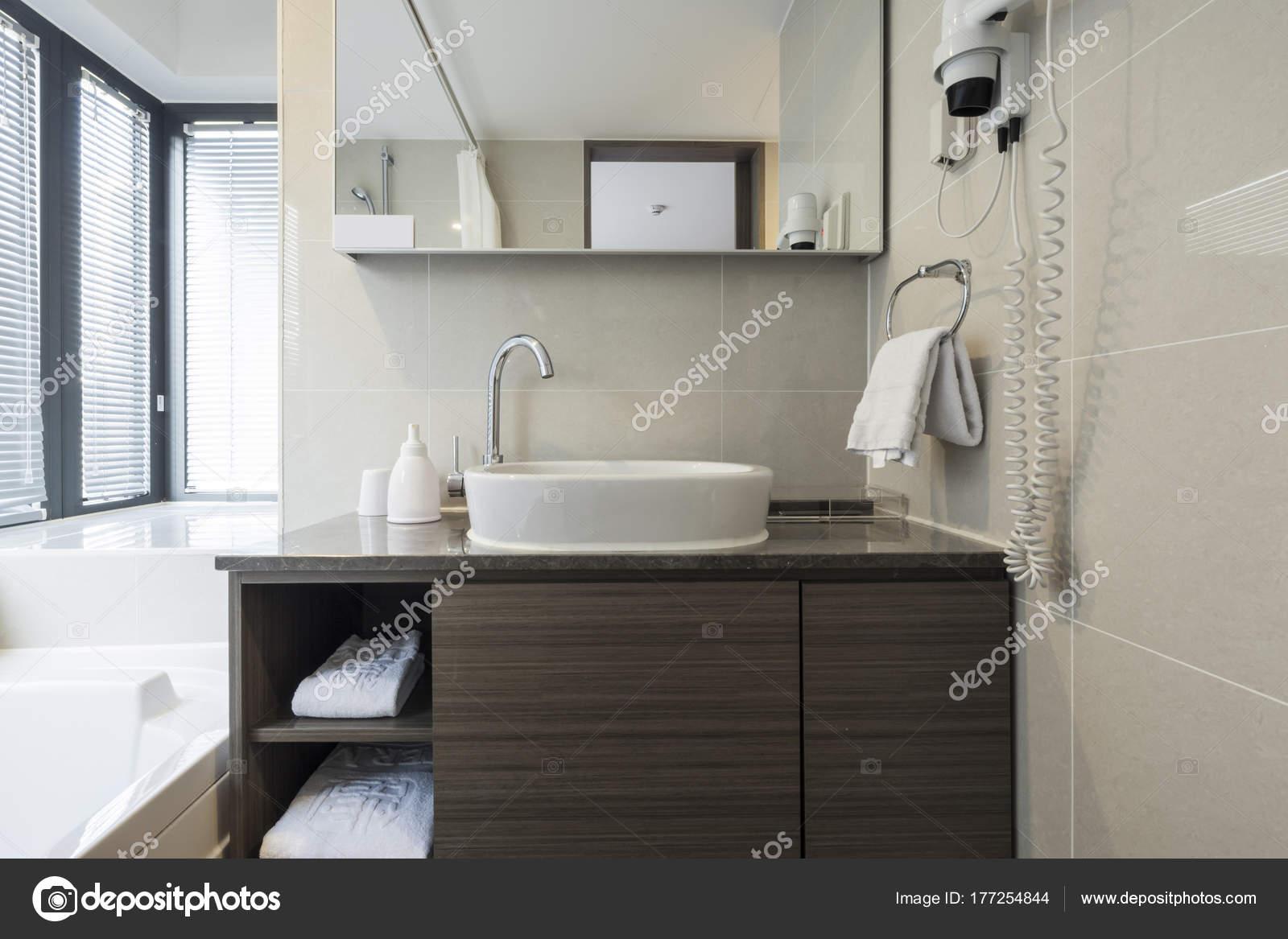 Sauberes Und Modernes Hotel Badezimmer — Stockfoto © earlyspring ...