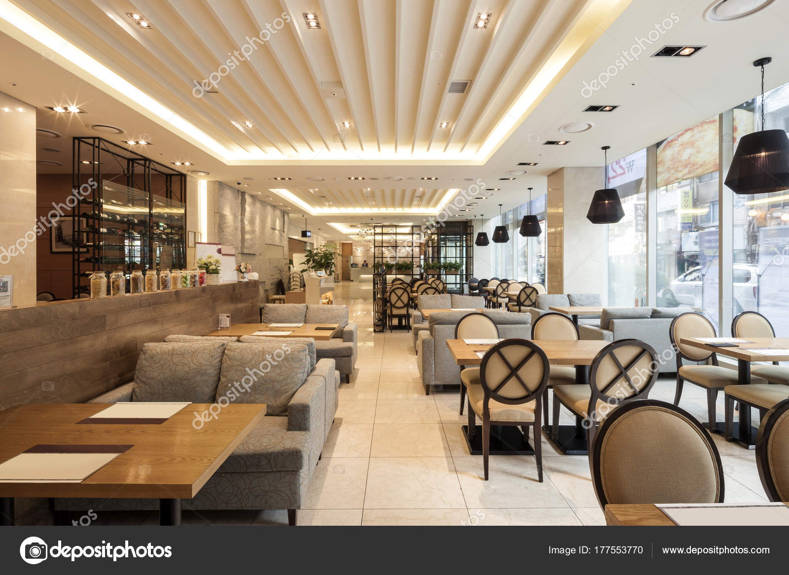 Moderno cl ssico hotel caf fotografias de stock for Interior design moderno