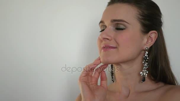 Видео сочные девушки позирует на белом или черном фоне фото 459-449