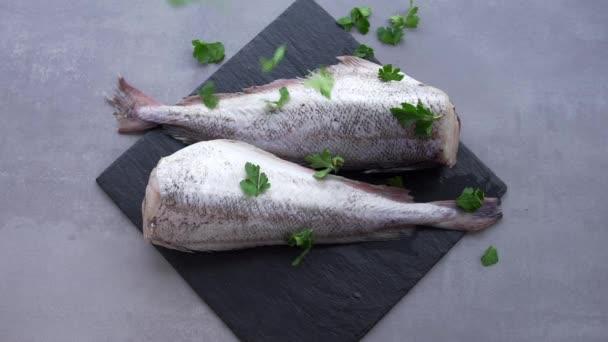 Kabeljau zur Herstellung von Fisch, asiatische Küche, Meeresfrüchte,  Fischmarkt, Diätkost, Fische zu Hause Kochen Fisch Rezepte für Hausfrauen