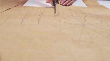 Olló vágja papír, varrónő darabok, minták Ködbe burkol seawing, vágás, kézzel készített ruhák, ruhák és