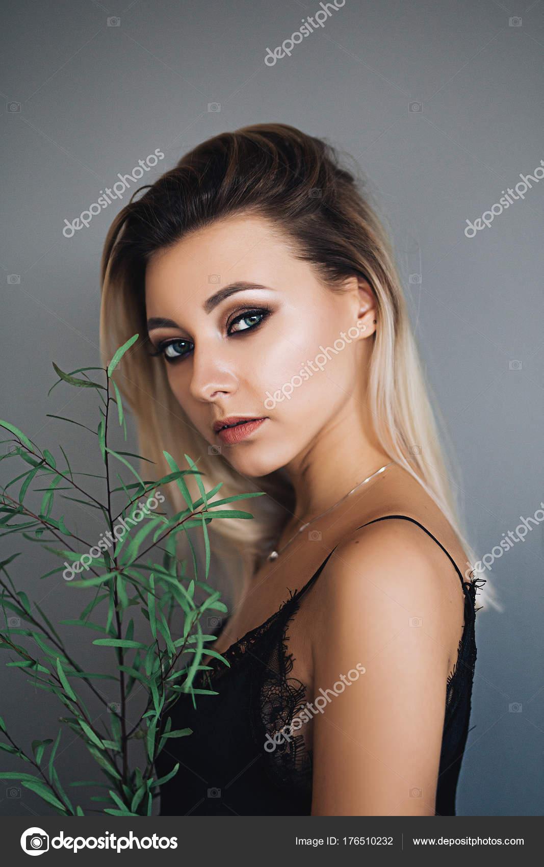 Красивые девушки дома 4