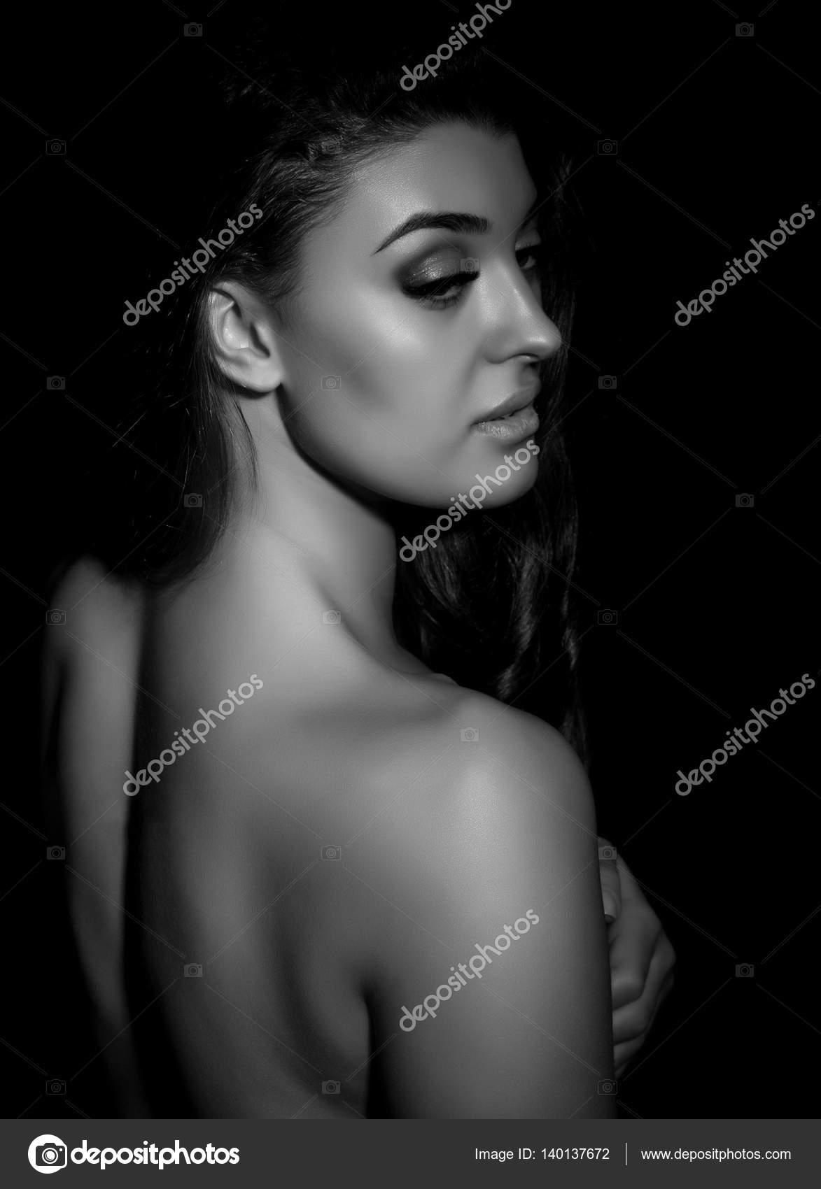 Fekete gyönyörű nők meztelenül