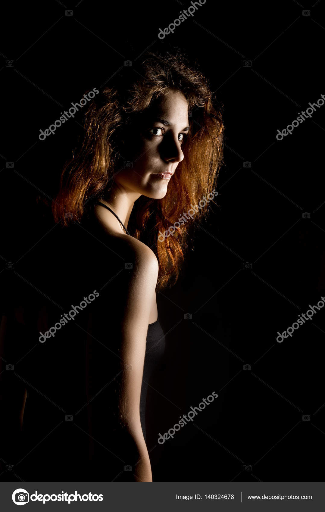 Curve Eleganti Di Donna Di Spalle E Collo Ragazza Rossa Su Una