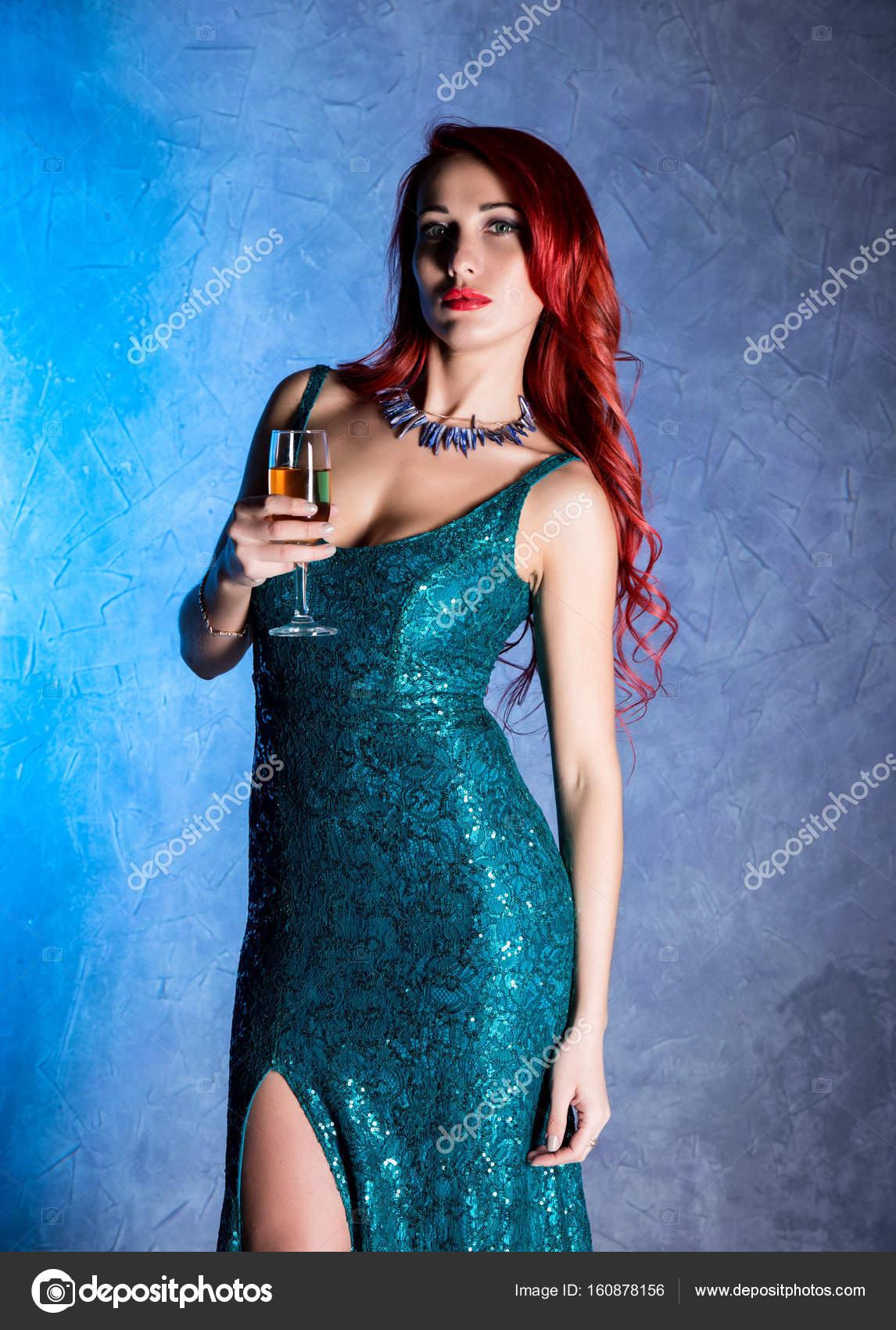 Сексуальная девочка с красивыми сиськами
