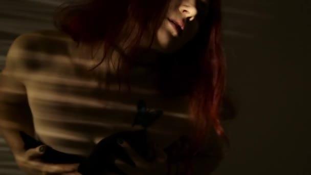 vagine-zheni-video-igri-seks-zhenshin-pod-platem