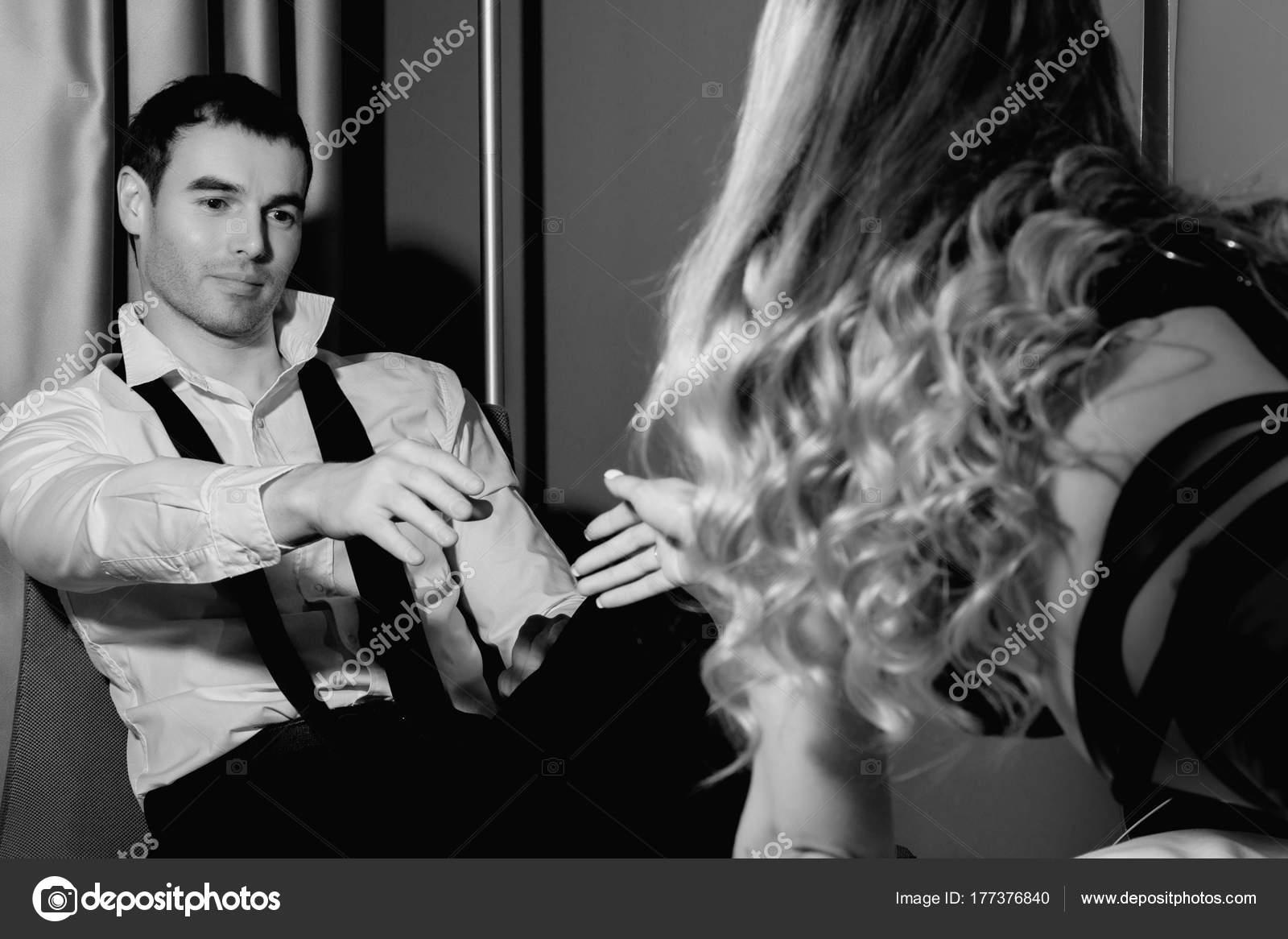 Эротическое фото блондинок вид сзади, фото сильно разработанного ануса