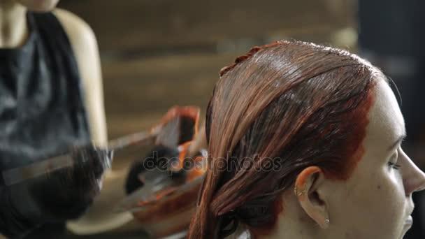 Güzellik Salonu Kadında Saç Boyama Alır Kadın Müşteri Için Renk