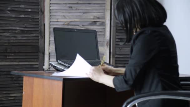 λεσβιακό γραφείο σεξ βίντεο