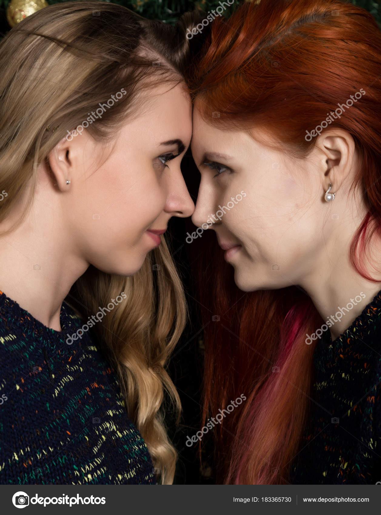 Lesbiennes naakt zoenen