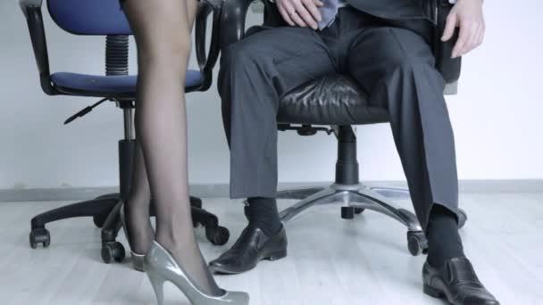 Milostná aféra na dva pracovníky úřadu. pracovní vztahy a obtěžování koncepce