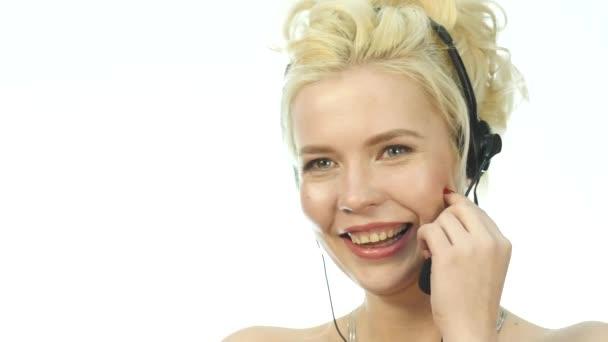 Sexy smích žena mluví na helpline, Headset telemarketingu pozitivní ženské call centrum agent v práci