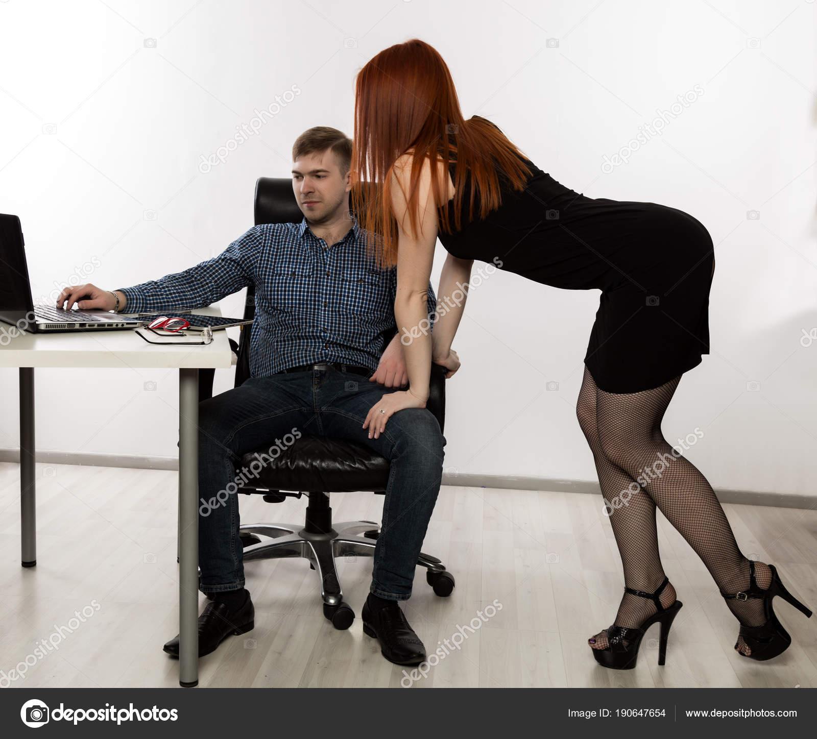 Красивые сексуальные пристования на работе видео