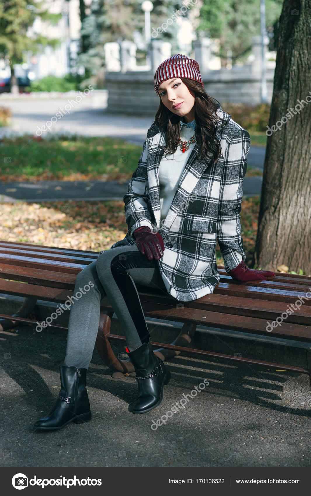 Mladá krásná stylová žena 5b68fec392