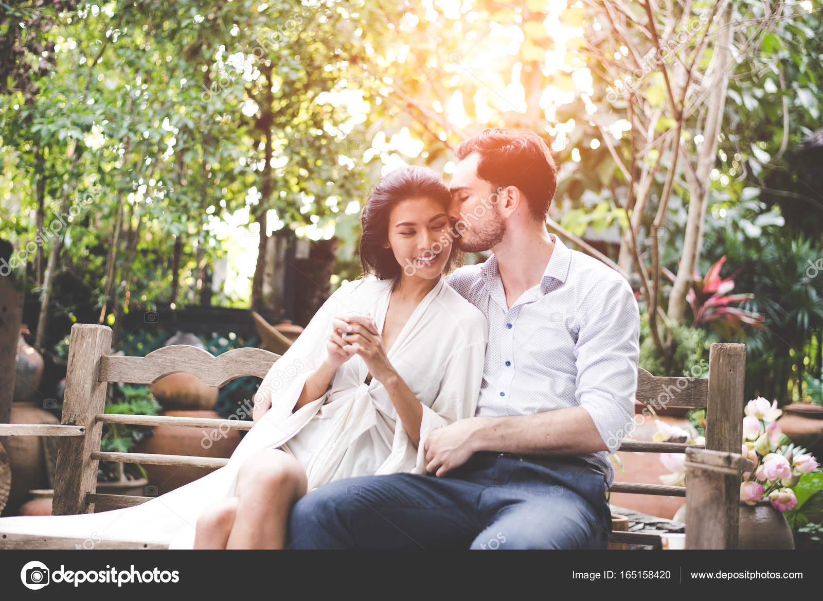 asiatische Liebesdatierung