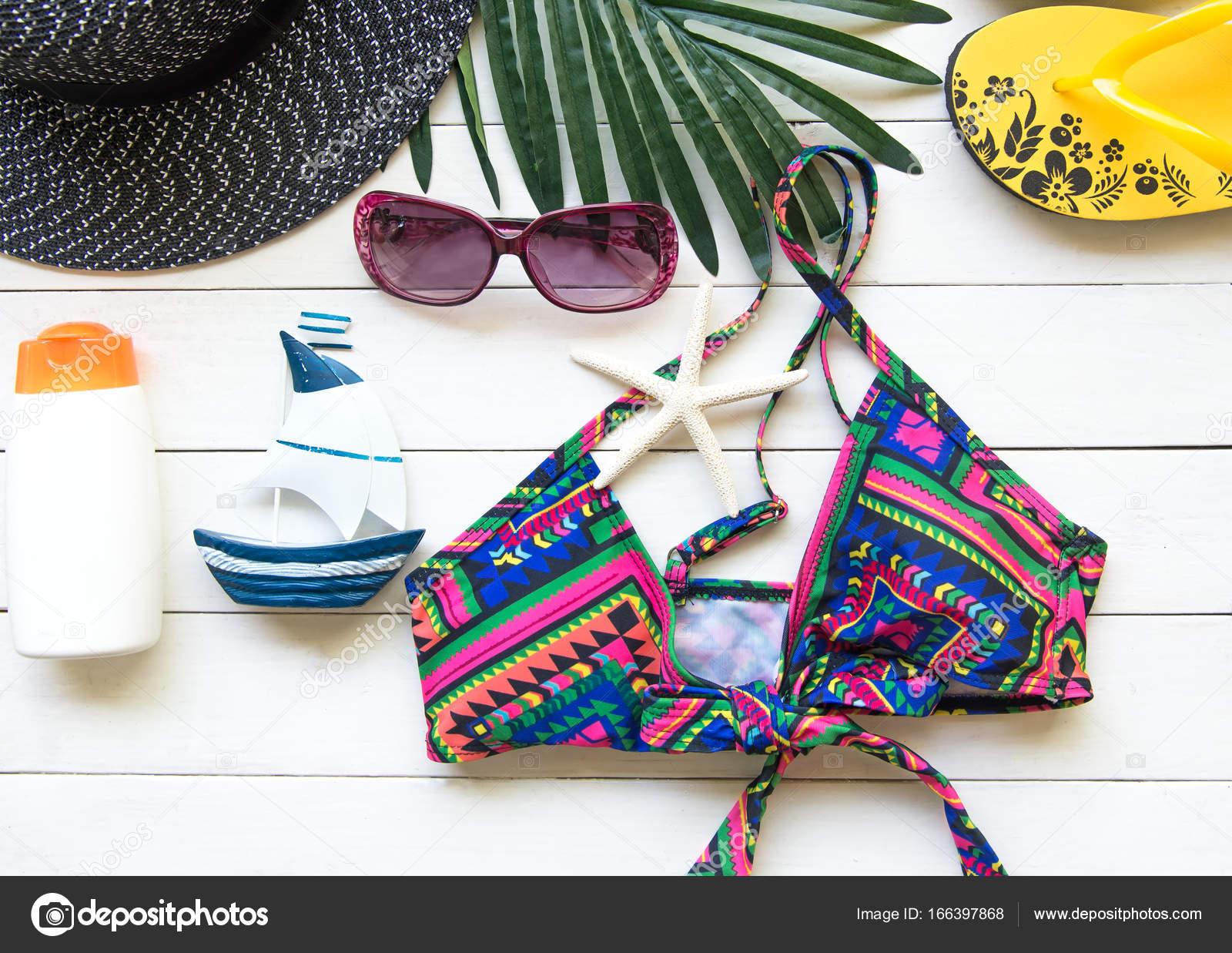 Badpak Fashion.Fashion Zomer Badpak Bikini Zonnebril En Grote Hoed Op Touw Zomer