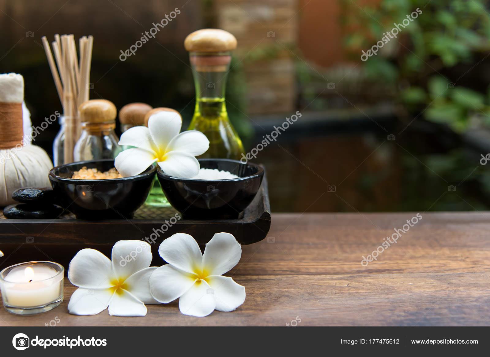 palle impacco massaggio thai spa palla base erbe trattamento spa foto stock freebird7977. Black Bedroom Furniture Sets. Home Design Ideas