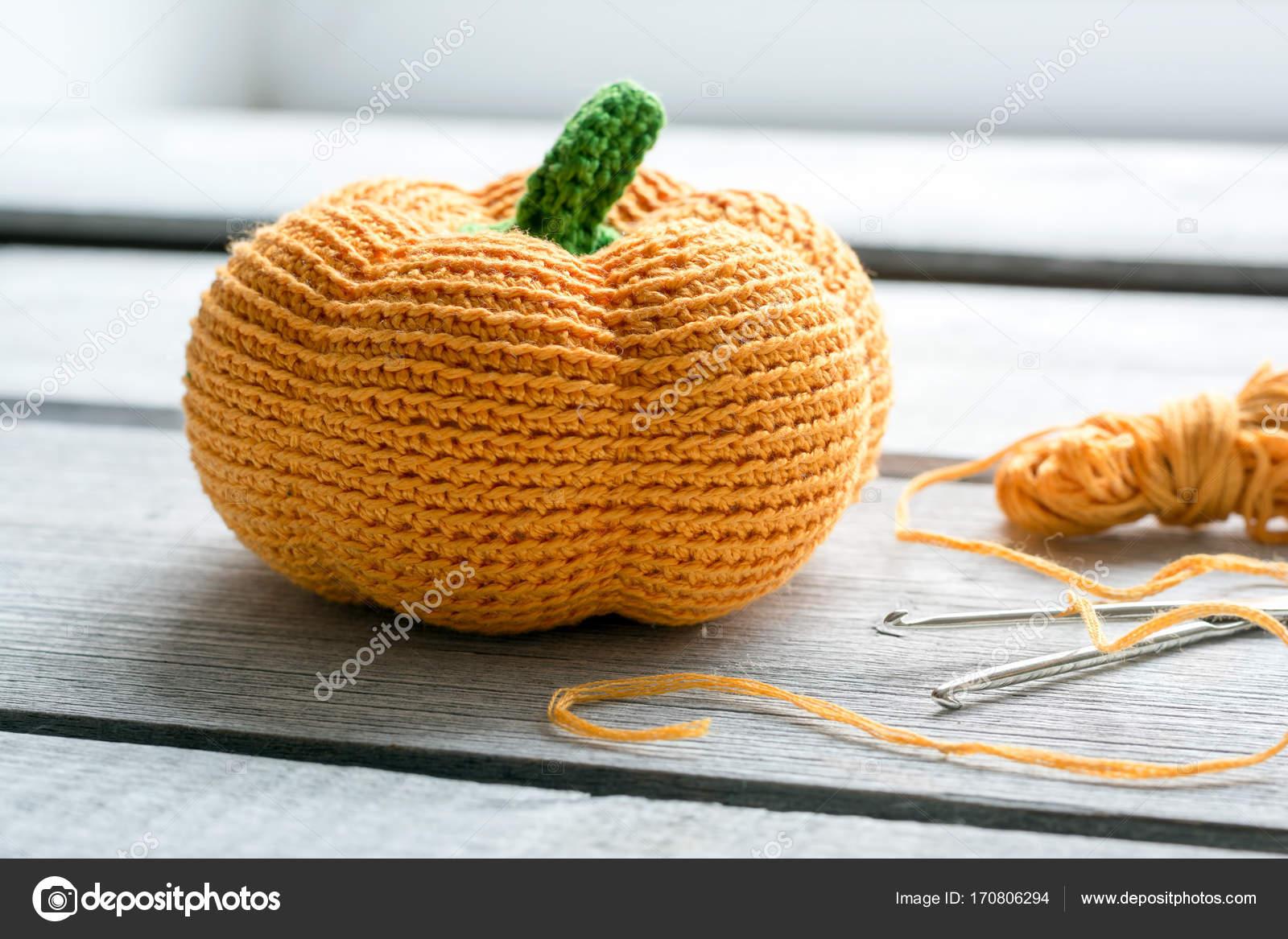 Halloween Achtergrond Met Gebreide Pompoen Haak Haken En Oranje