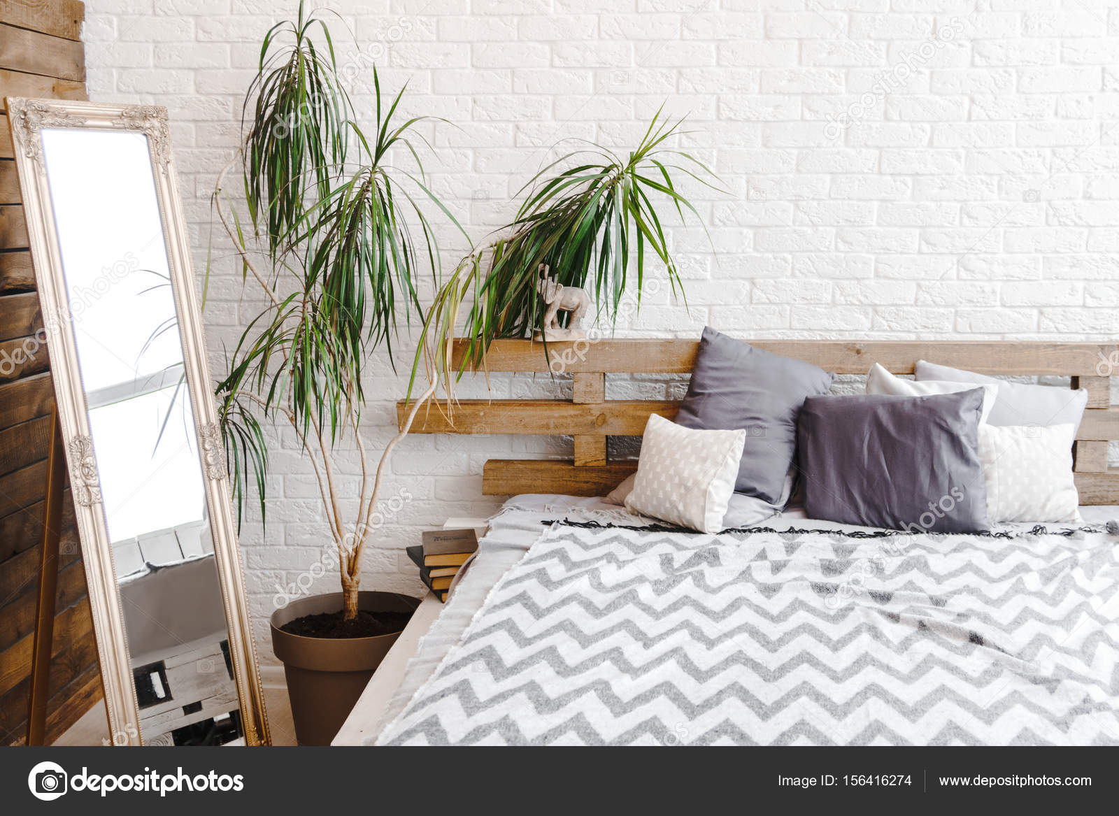 Houten Paletten Bed : Moderne studio decor ontwerp met pallets bed plant in vaas en