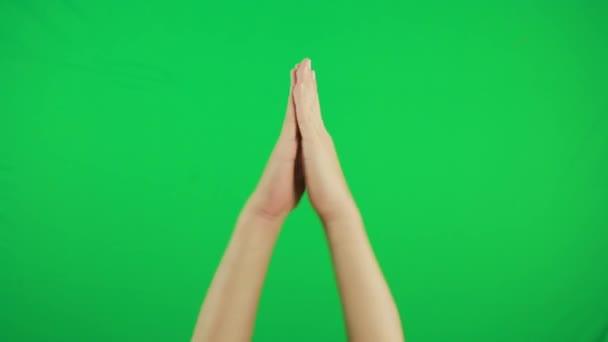 Applaus, klatschende Hände. Geste Pack Chroma-Schlüssel. Mans Hände Nahaufnahme isoliert auf grünem Bildschirm Hintergrund.