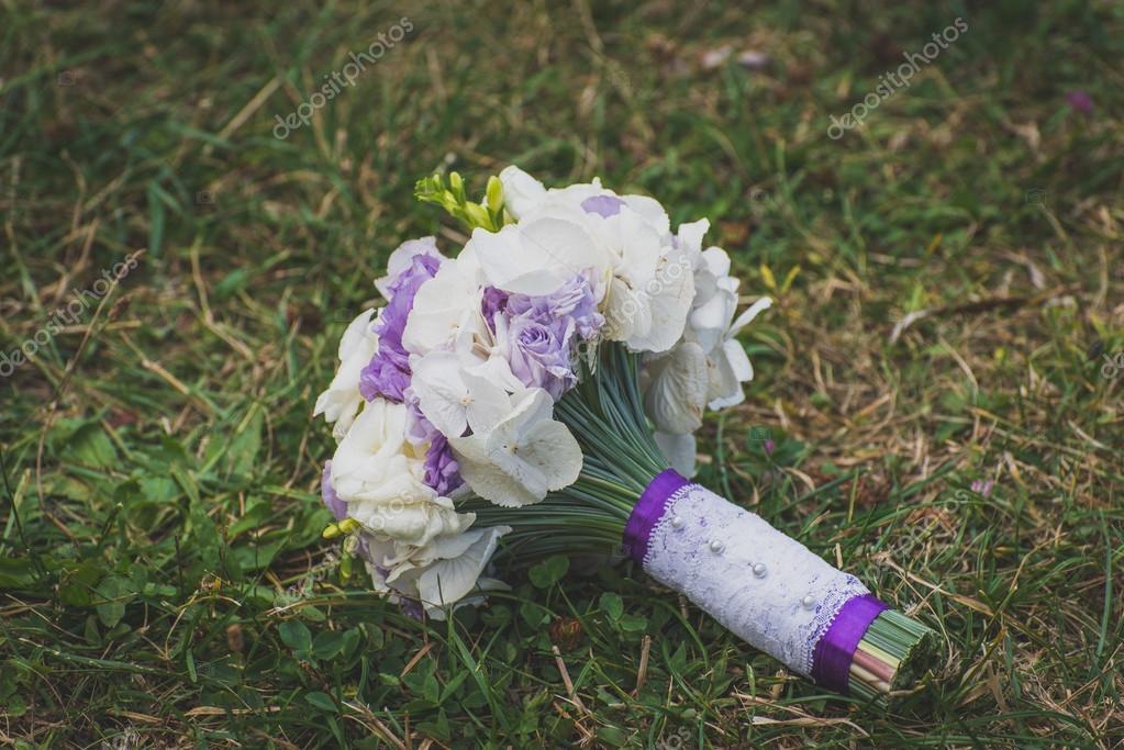 Hochzeitsstrauss Auf Gras Stockfoto C Pahis Ukr Net 128328368